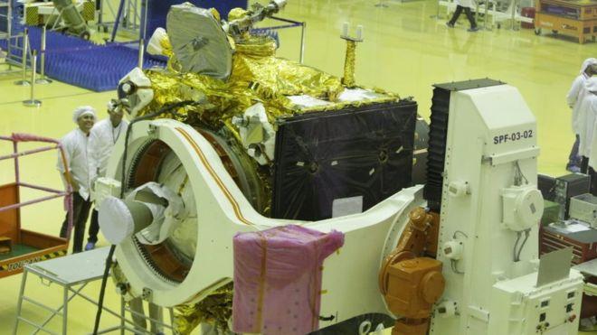 India presenta una nave espacial para una segunda misión a la Luna