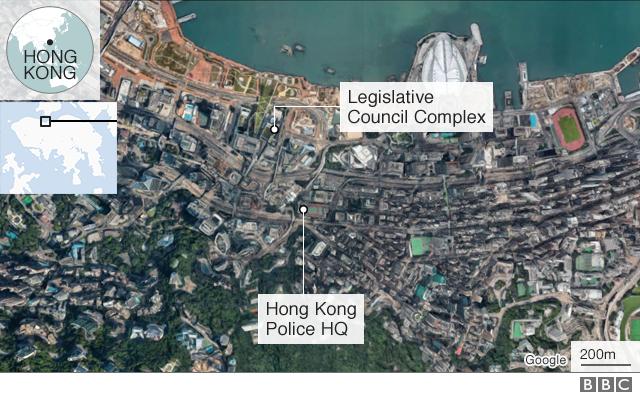 Hong Kong protesta: Miles de personas rodean el cuartel general de la policía