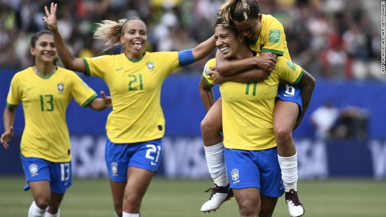 La delantera de Brasil hace historia en la Copa Mundial Femenina al vencer a Jamaica